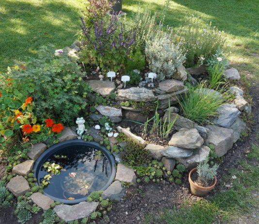 Kräuterschnecke im Garten